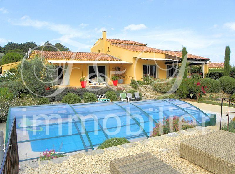 Large villa with pool in Apt in the Luberon