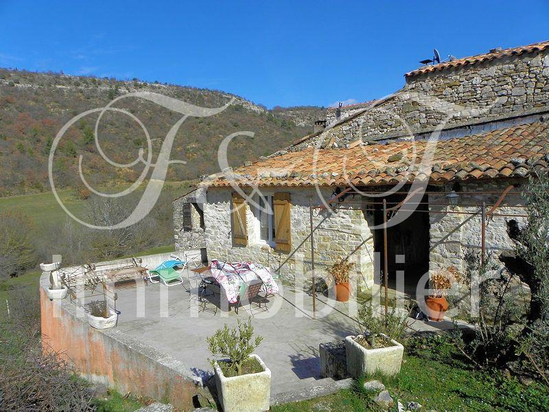 Stone farmhouse in full nature in the Luberon - Luberon Provence
