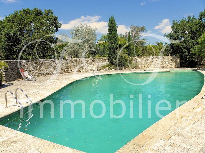 Vente maison en pierres avec jardin et piscine for Camping dans le luberon avec piscine