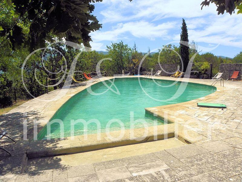 Vente maison en pierres avec jardin et piscine for Camping luberon avec piscine