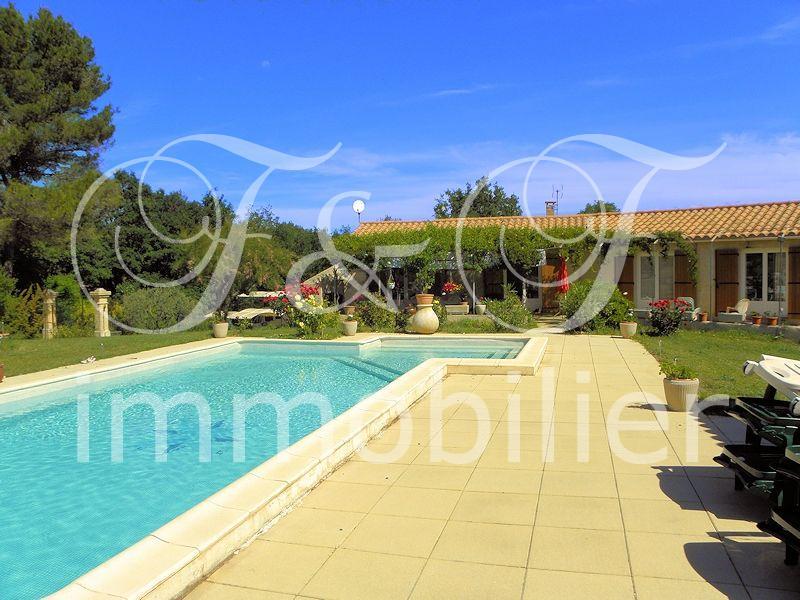 Vente villa avec piscine en luberon provence for Camping dans le luberon avec piscine