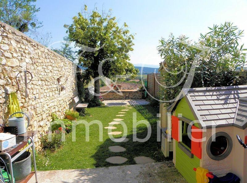 vente petite maison de village avec jardin en luberon immobilier luberon provence. Black Bedroom Furniture Sets. Home Design Ideas