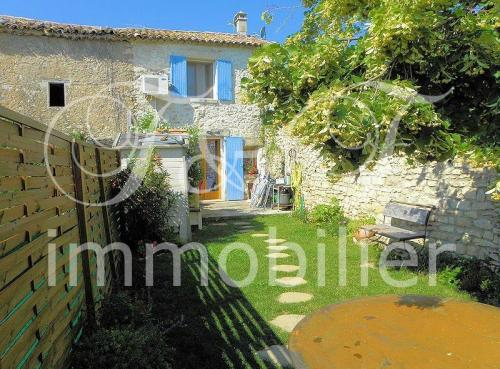 Small village house with garden in the Luberon