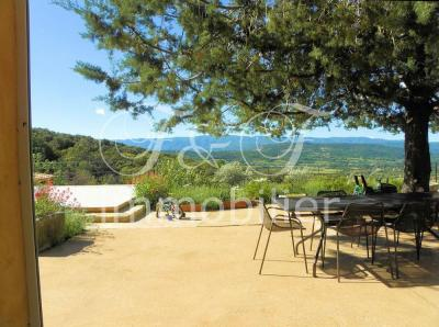 Property with exceptional view over the Luberon